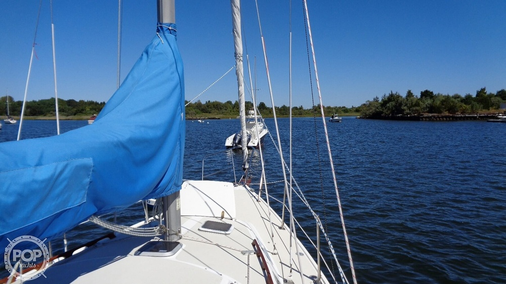 1985 Catalina Yachts boat for sale, model of the boat is 30 Tall Rig & Image # 33 of 41