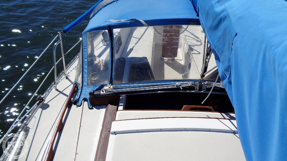 1985 Catalina Yachts boat for sale, model of the boat is 30 Tall Rig & Image # 37 of 41