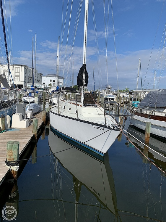 1979 Hunter boat for sale, model of the boat is 33' & Image # 17 of 40