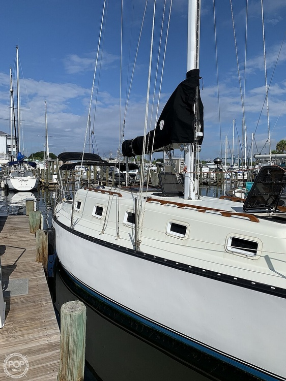 1979 Hunter boat for sale, model of the boat is 33' & Image # 21 of 40