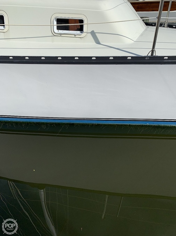 1979 Hunter boat for sale, model of the boat is 33' & Image # 22 of 40