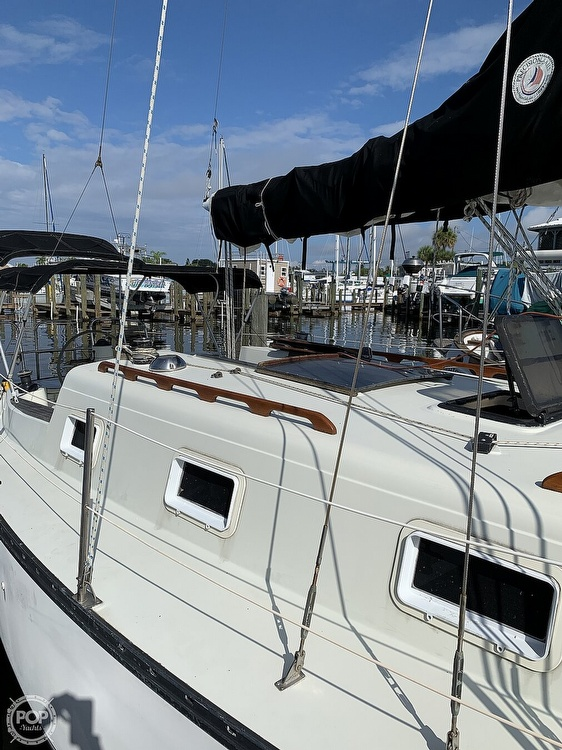 1979 Hunter boat for sale, model of the boat is 33' & Image # 26 of 40