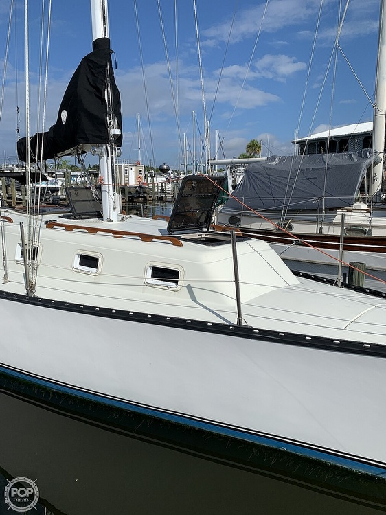 1979 Hunter boat for sale, model of the boat is 33' & Image # 39 of 40