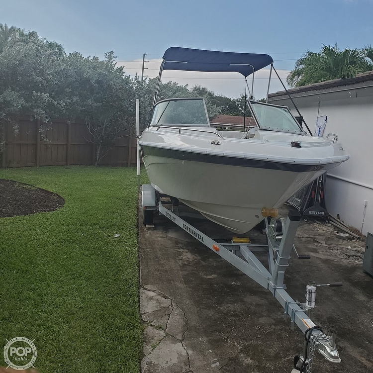 2003 Four Winns boat for sale, model of the boat is 220 Horizon & Image # 8 of 40