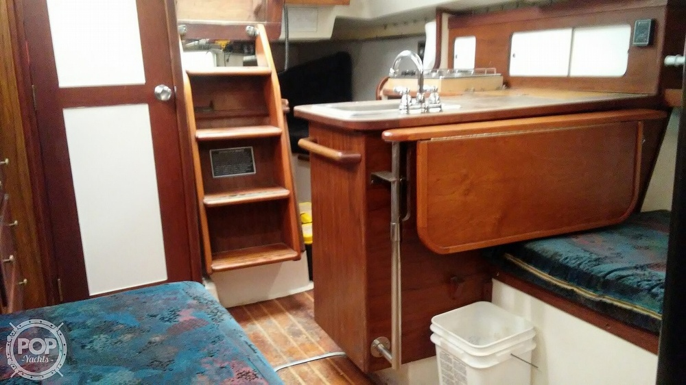 1978 Hunter boat for sale, model of the boat is 33 & Image # 12 of 28