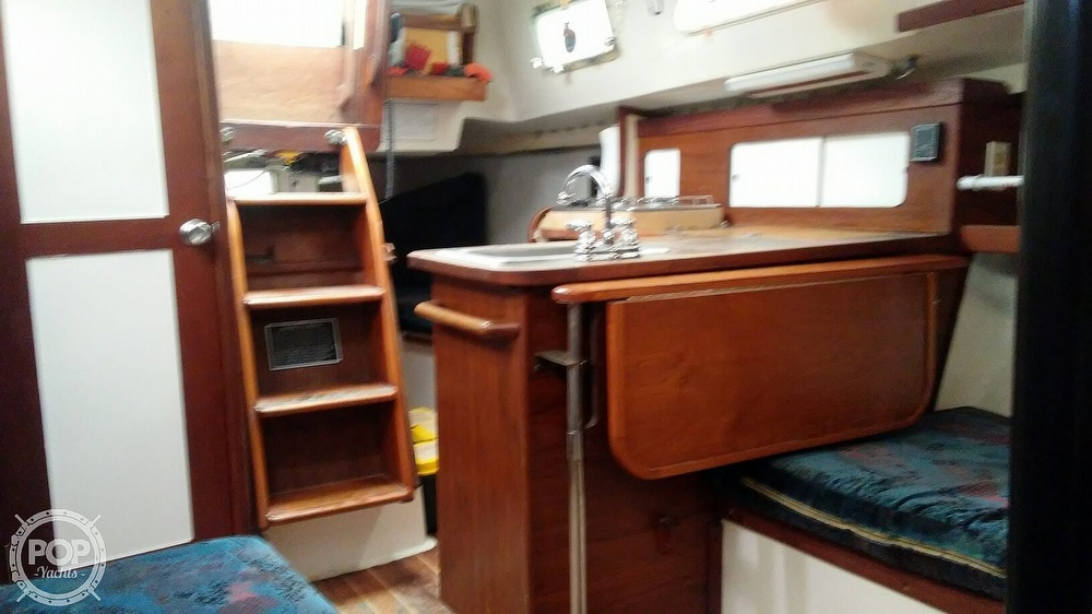1978 Hunter boat for sale, model of the boat is 33 & Image # 15 of 28