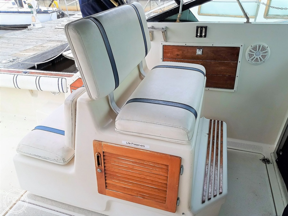 1985 Tiara Yachts boat for sale, model of the boat is 3600 Pursuit & Image # 34 of 40