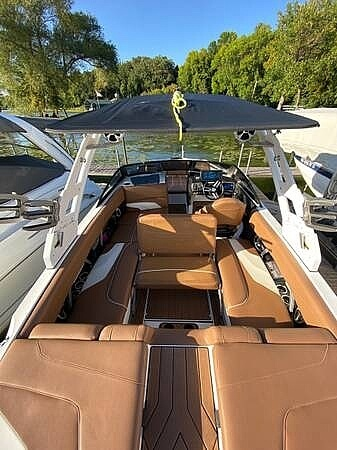 2018 Malibu boat for sale, model of the boat is 22MXZ & Image # 4 of 41
