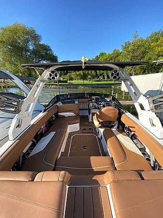 2018 Malibu boat for sale, model of the boat is 22MXZ & Image # 6 of 41