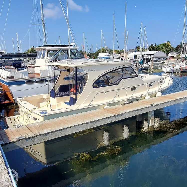 2005 Mainship boat for sale, model of the boat is 34 Pilot Sedan Rum Runner II & Image # 8 of 40