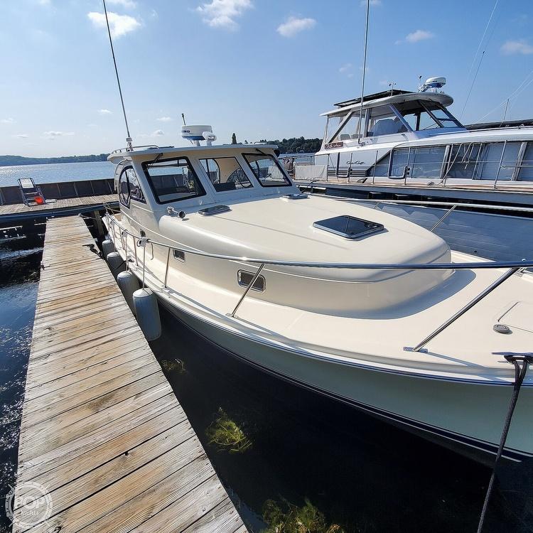 2005 Mainship boat for sale, model of the boat is 34 Pilot Sedan Rum Runner II & Image # 17 of 40