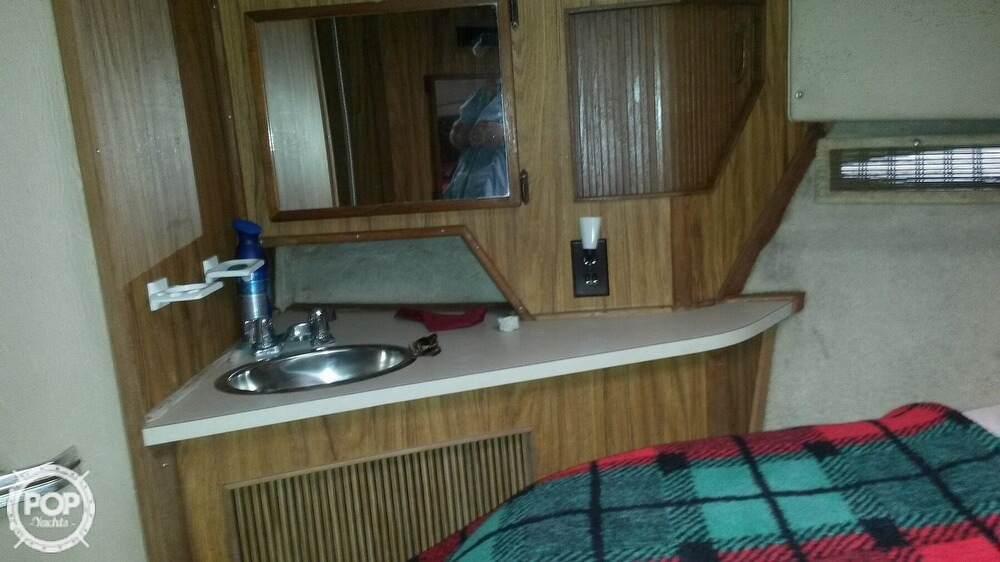 1985 Sea Ray boat for sale, model of the boat is 390 Express Cruiser & Image # 8 of 40