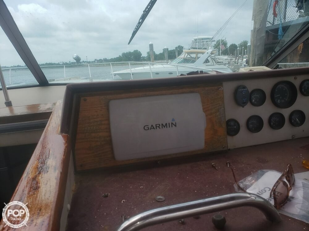 1985 Sea Ray boat for sale, model of the boat is 390 Express Cruiser & Image # 11 of 40