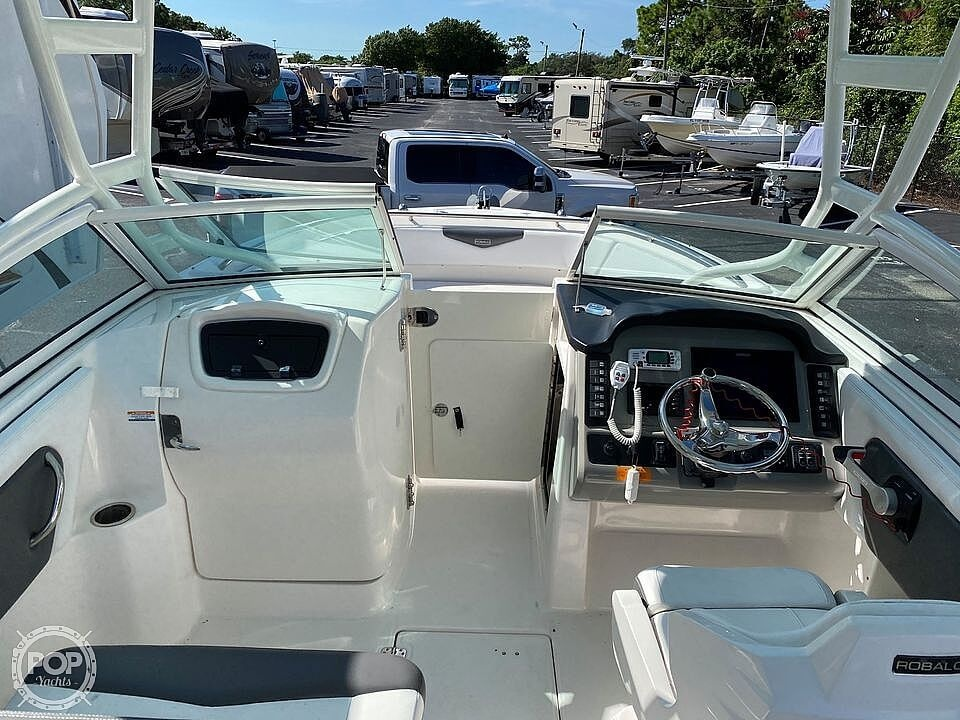 2018 Robalo boat for sale, model of the boat is R247 & Image # 5 of 40