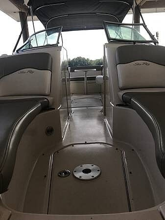 2006 Sea Ray boat for sale, model of the boat is 240 Sundeck & Image # 27 of 40
