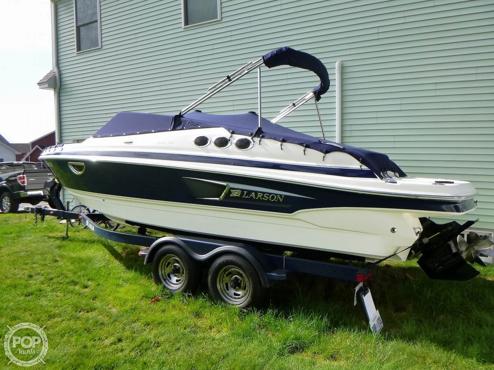 2011 Larson boat for sale, model of the boat is 238 LXi & Image # 3 of 40