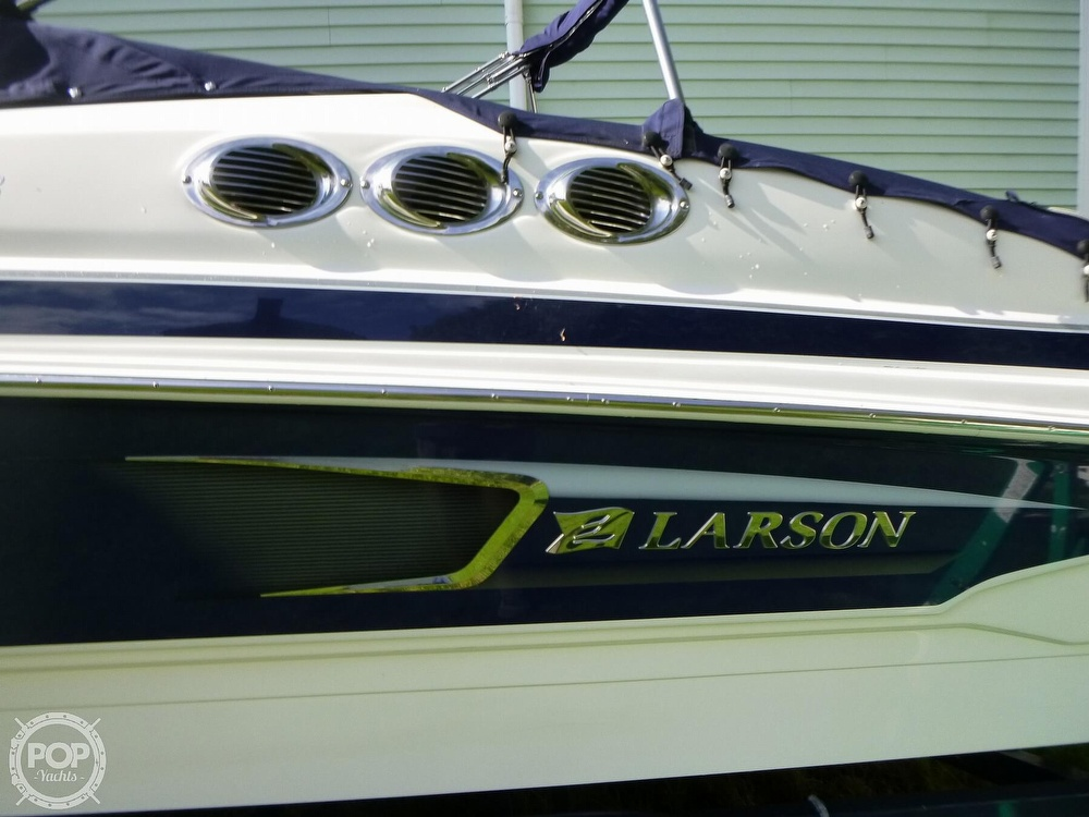 2011 Larson boat for sale, model of the boat is 238 LXi & Image # 26 of 40