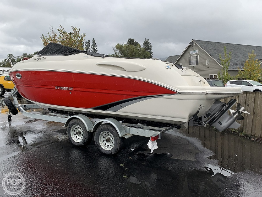 2016 Stingray boat for sale, model of the boat is 250CR & Image # 12 of 41