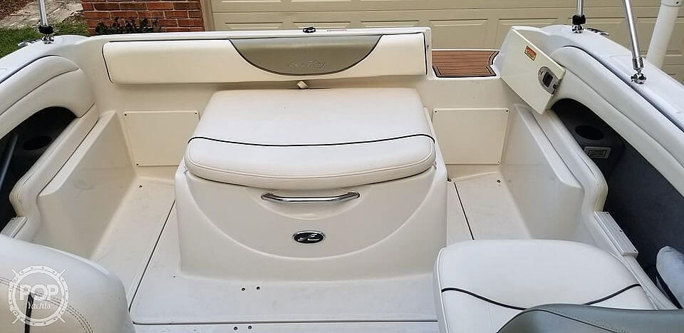 2005 Sea Ray boat for sale, model of the boat is 225 weekender & Image # 26 of 40