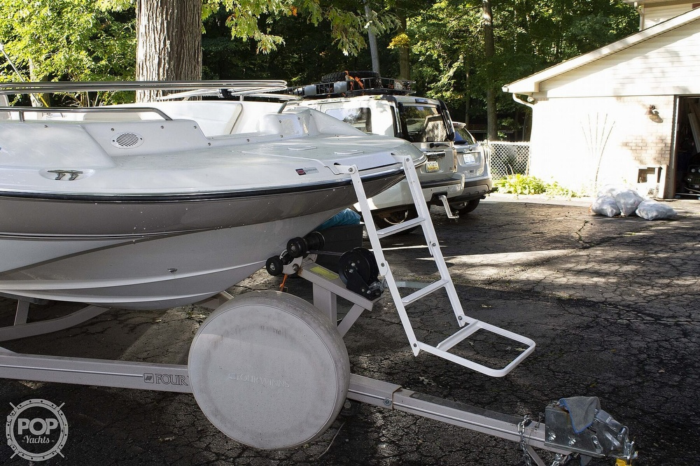 1997 Four Winns boat for sale, model of the boat is 214 Candia FS Limited & Image # 9 of 33
