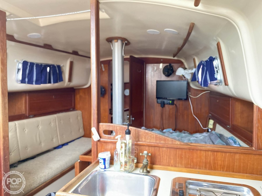 1986 Bayfield Yachts boat for sale, model of the boat is 29 & Image # 21 of 40