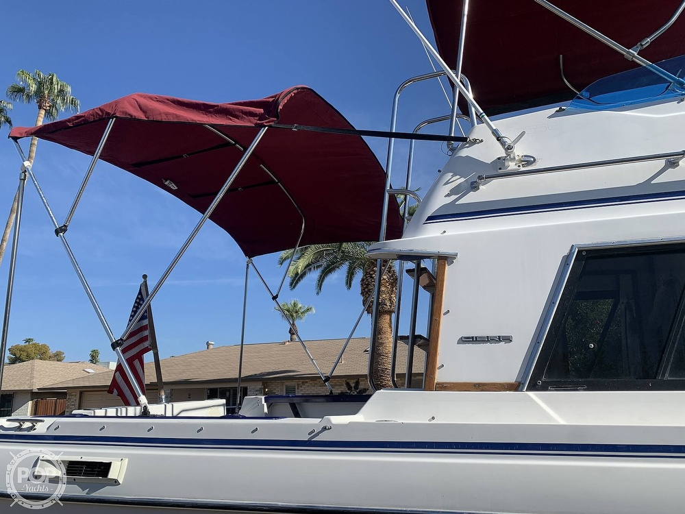 1990 Bayliner boat for sale, model of the boat is 2556 Command Bridge Ciera & Image # 12 of 40