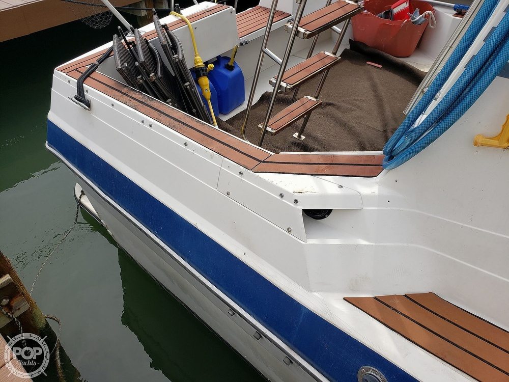 1988 Cruisers Yachts boat for sale, model of the boat is 3380 Esprit & Image # 18 of 40