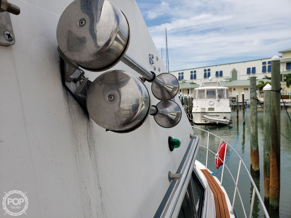 1988 Cruisers Yachts boat for sale, model of the boat is 3380 Esprit & Image # 20 of 40