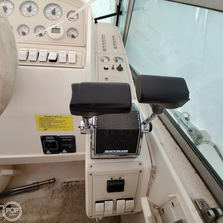 1996 Cruisers Yachts boat for sale, model of the boat is 3175 Rogue & Image # 15 of 40