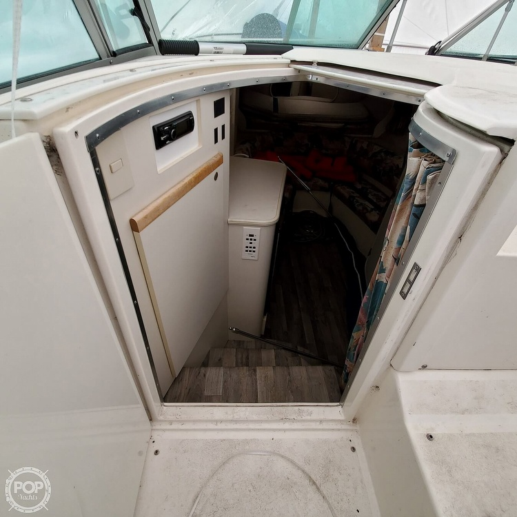 1996 Cruisers Yachts boat for sale, model of the boat is 3175 Rogue & Image # 24 of 40