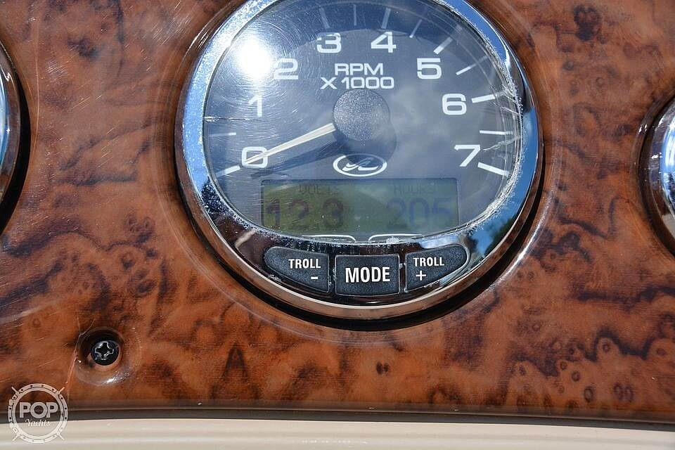 2004 Sea Ray boat for sale, model of the boat is Weekender 225 & Image # 5 of 40