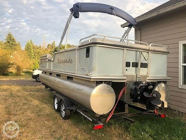 2001 Sun Tracker boat for sale, model of the boat is Party Barge 25 & Image # 3 of 12