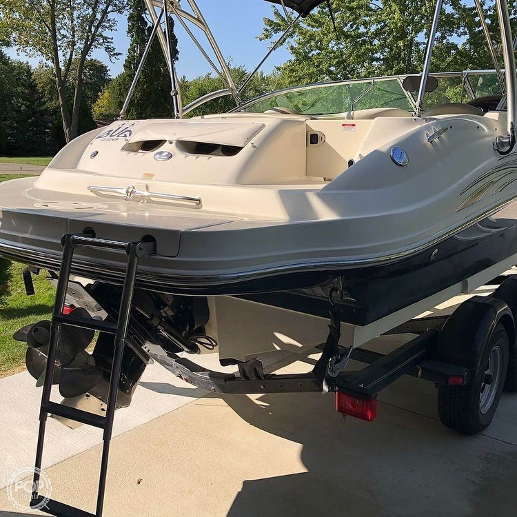 2006 Sea Ray boat for sale, model of the boat is 220 Sundeck & Image # 6 of 21