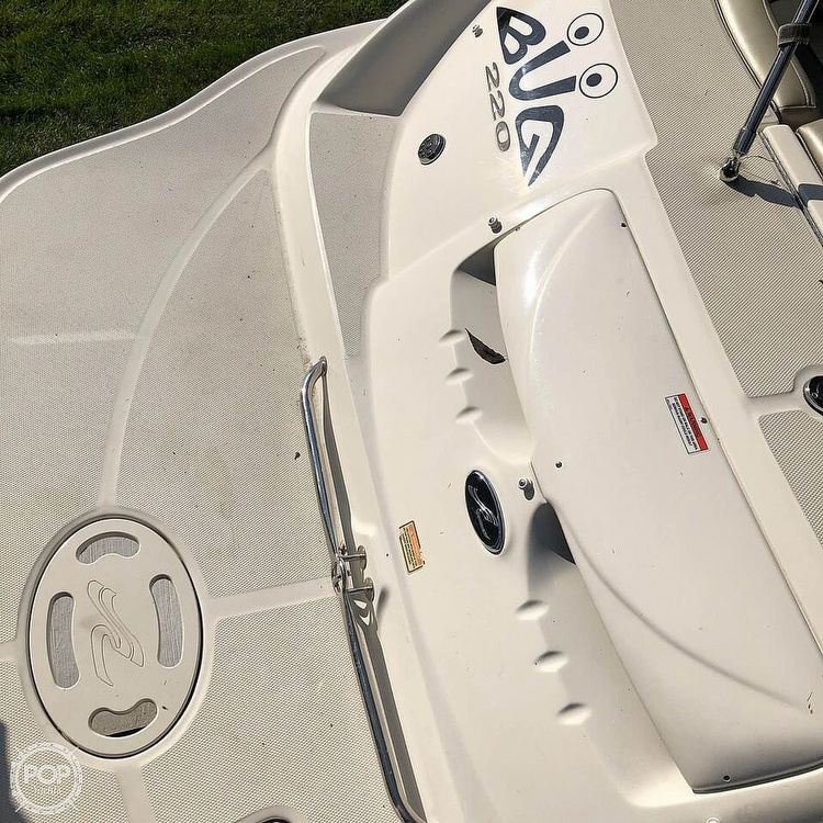 2006 Sea Ray boat for sale, model of the boat is 220 Sundeck & Image # 8 of 21