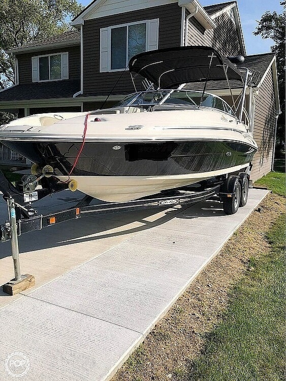2006 Sea Ray boat for sale, model of the boat is 220 Sundeck & Image # 2 of 21