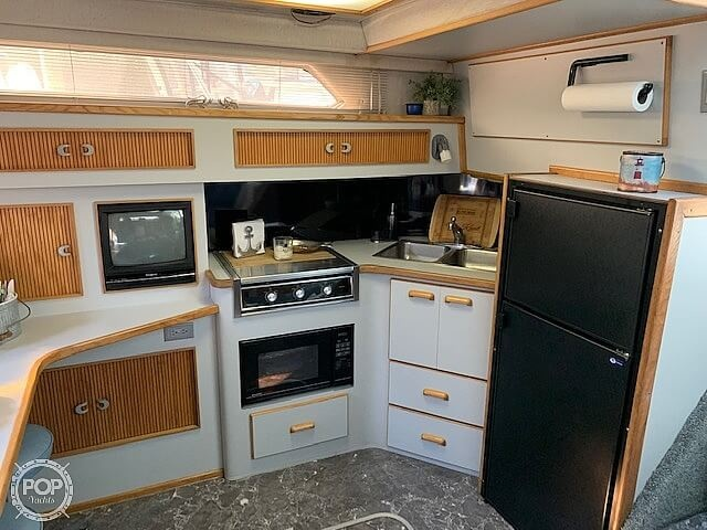 1990 Sea Ray boat for sale, model of the boat is 390 Express Cruiser & Image # 4 of 40
