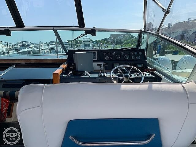 1990 Sea Ray boat for sale, model of the boat is 390 Express Cruiser & Image # 6 of 40