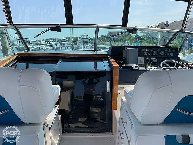 1990 Sea Ray boat for sale, model of the boat is 390 Express Cruiser & Image # 7 of 40
