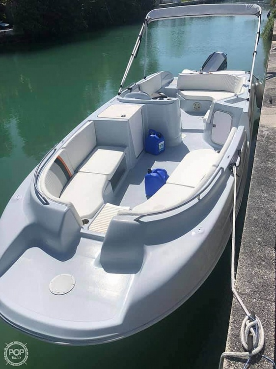 1996 Bayliner boat for sale, model of the boat is 2609 Rendezvous & Image # 5 of 40