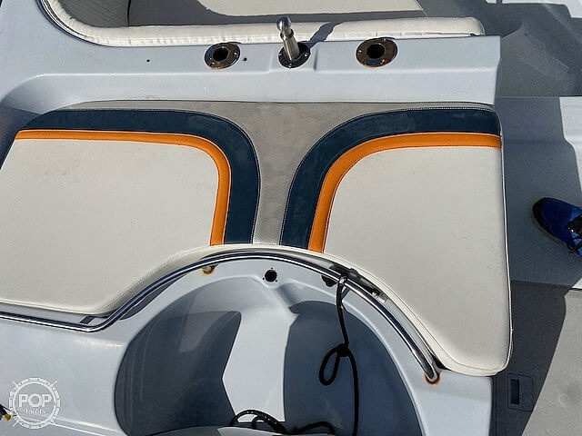 1996 Bayliner boat for sale, model of the boat is 2609 Rendezvous & Image # 20 of 40