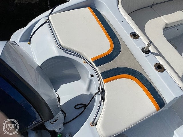 1996 Bayliner boat for sale, model of the boat is 2609 Rendezvous & Image # 24 of 40