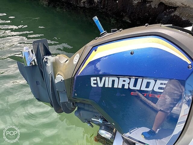 1996 Bayliner boat for sale, model of the boat is 2609 Rendezvous & Image # 27 of 40