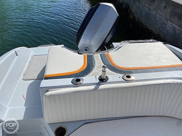 1996 Bayliner boat for sale, model of the boat is 2609 Rendezvous & Image # 28 of 40
