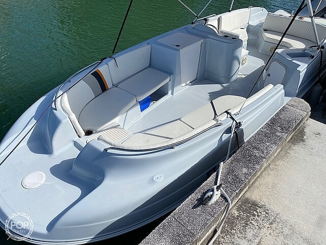 1996 Bayliner boat for sale, model of the boat is 2609 Rendezvous & Image # 31 of 40