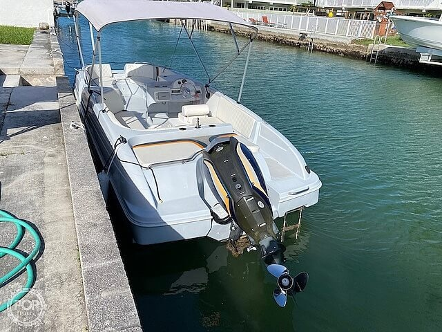 1996 Bayliner boat for sale, model of the boat is 2609 Rendezvous & Image # 34 of 40