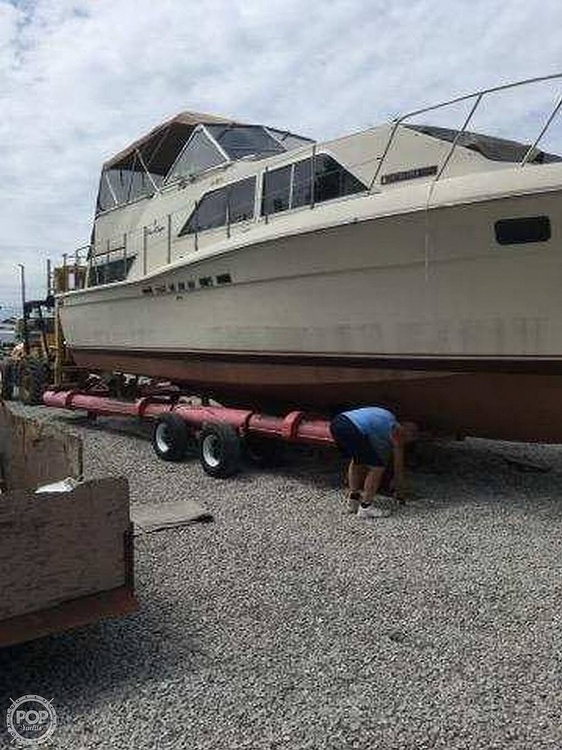 1985 Chris Craft boat for sale, model of the boat is 381 Catalina & Image # 3 of 8
