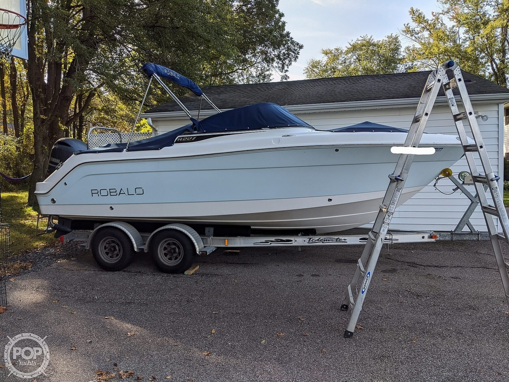 2015 Robalo boat for sale, model of the boat is R 227 & Image # 13 of 40