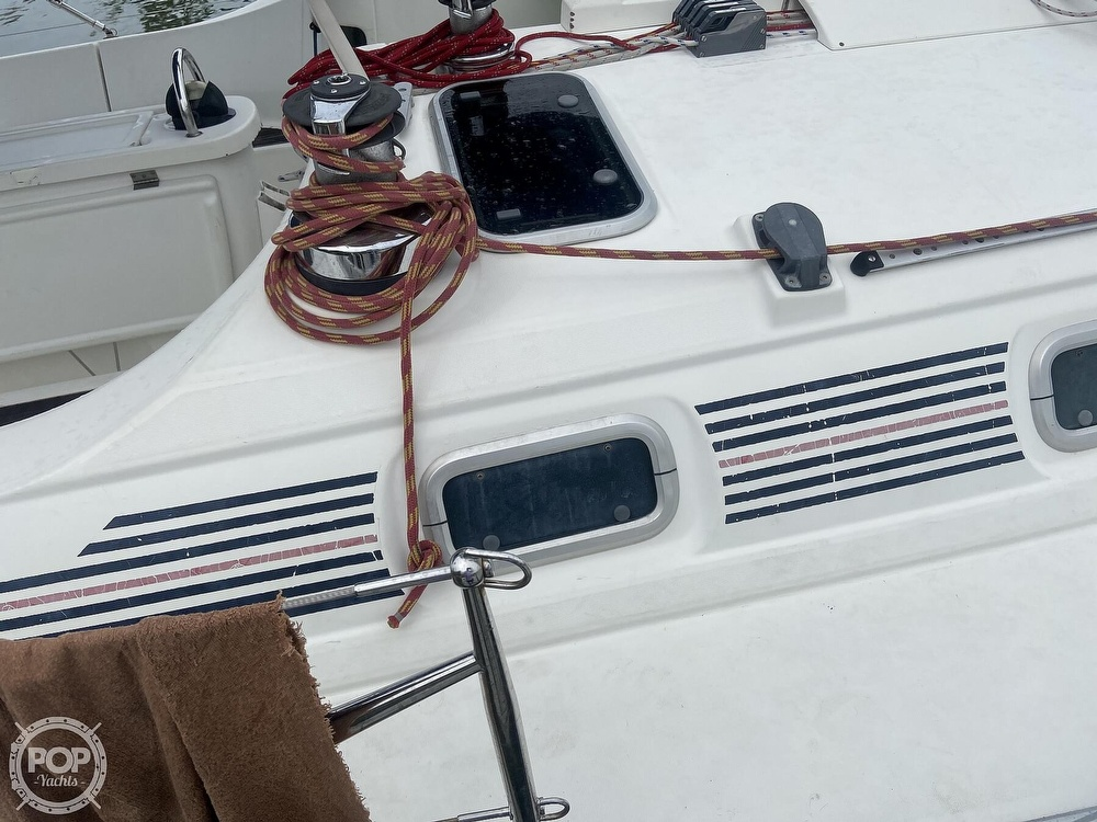 1992 Beneteau boat for sale, model of the boat is 445 & Image # 13 of 40