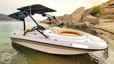 Chaparral Sunesta 210 Limited Edition D/B, Wake Tower/ Kicker Sound System