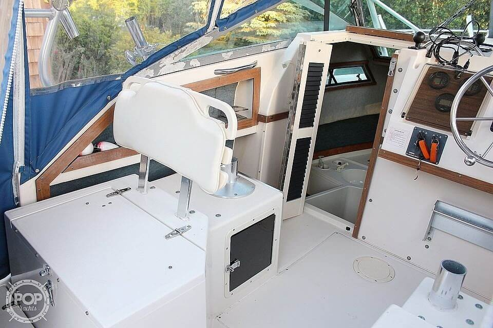 1991 Grady-White boat for sale, model of the boat is Dolphin 25 & Image # 18 of 26